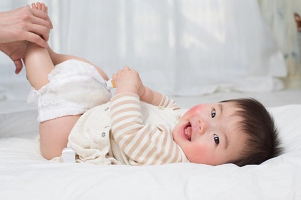 Cách chữa hăm da cho bé bằng cách tắm lá mã đề vô cùng hiệu quả