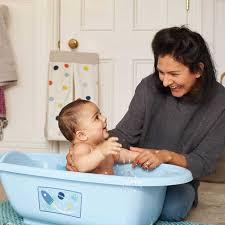 Cách nấu nước tắm lá me cho trẻ sơ sinh không tác dụng phụ